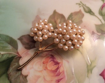 Vintage cluster pearl brooch goldtone