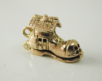 There was an old Woman who lived in a shoe charm vintage 9 carat gold 1961 2.9g