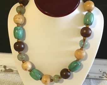 Vintage wooden and resin beaded necklace