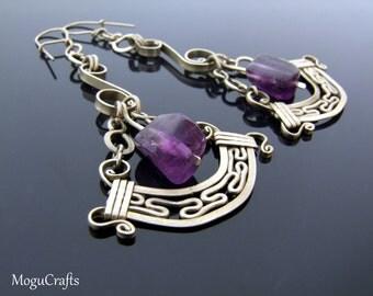 Pendulum filigree earrings adorned with amethyst cubes