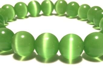 Glass beaded bracelet green cats eye 10mm