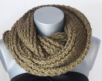 Snood en laine vert kaki - Echarpe tube - Cache col - écharpe infinie - maxi snood tricoté laine - écharpe oversize couleur tendance