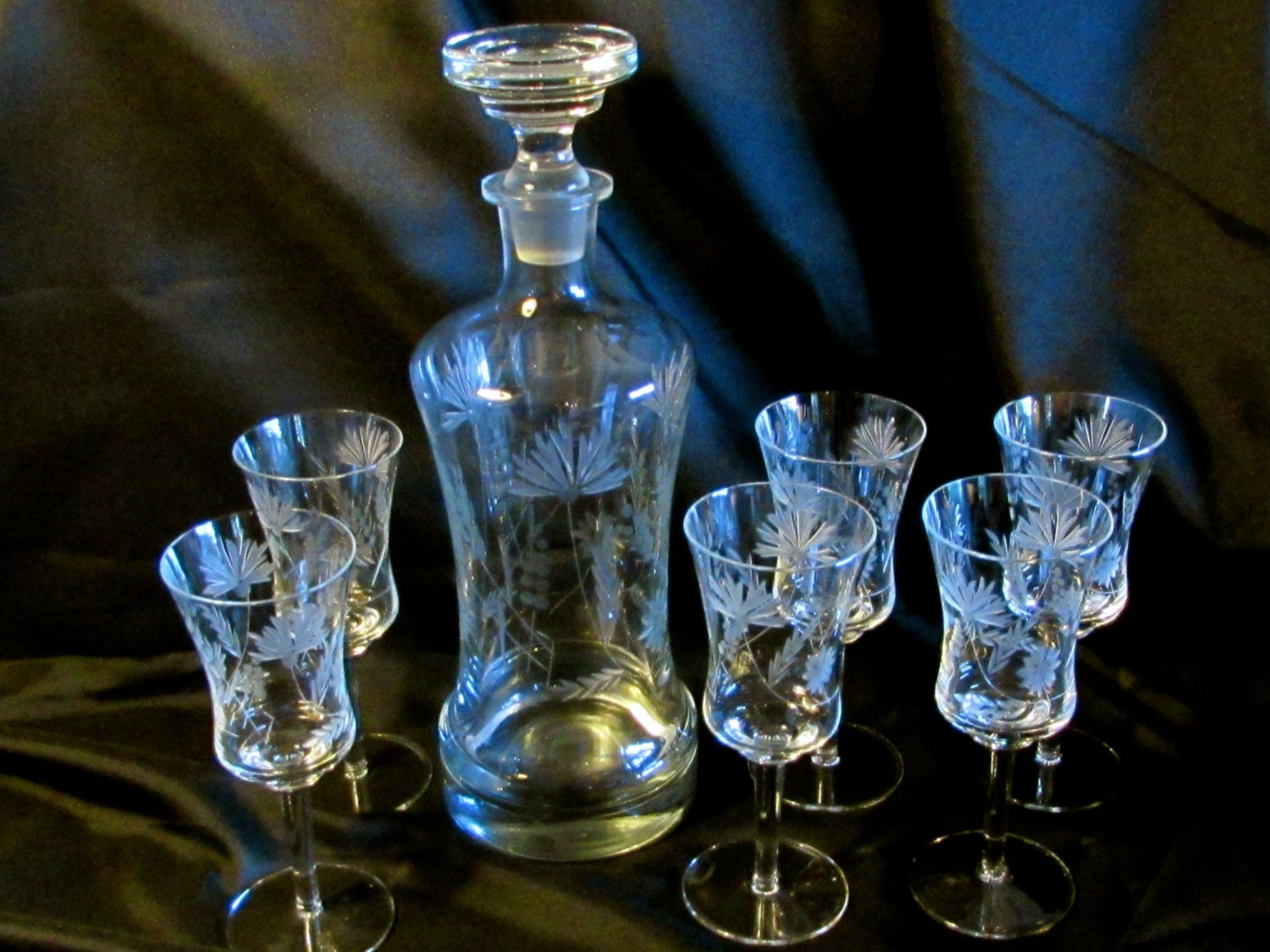 7 pc etched crystal decanter set vintage liquor decanter and. Black Bedroom Furniture Sets. Home Design Ideas
