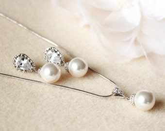 Pearl Bridesmaid Gift Set Cream OR White Ivory Swarovski Crystal Pearl Bridal Jewelry Set Pearl earrings and necklace set Wedding Jewelry