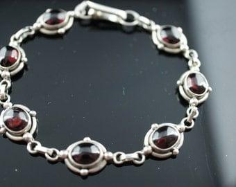 Vintage Art Deco bracelet  Sterling Silver 925 red dark purple links oval chain d031