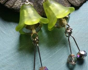 Soft Lime Lepechan Pixie Flower Earrings