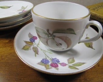 Four (4) Royal Worchester - Evesham - Teacup and Saucer Sets - Plums and Apples - Berries