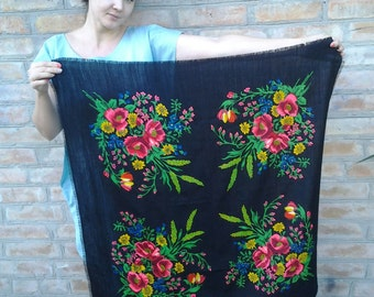 Free shipping! Vintage woolen  shawl in traditional style. Russian shawl Ukranian shawl Folk Boho accessories