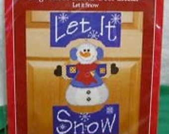 """Holiday Time """"Let it Snow"""" Large Plastic Canvas Door Greeter *NEW*"""
