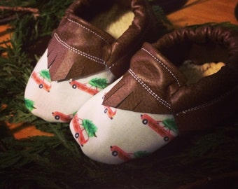 Christmas Tree Handmade Moccasins | Baby Girl Moccasins | Baby Shoes | Baby Booties | Toddler shoes | Baby Moc
