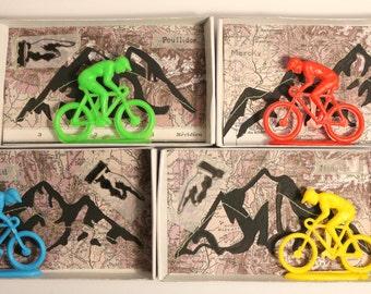 Art box:diorama pièce unique dans une boîte d'allumette.shadow box.Les cyclistes.Le tour de France.
