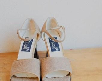 Vintage Chunky Heels // 90s Grunge Shoes // Ankle Strap Heels