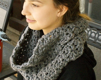 Chunky Hand Crocheted Scarf Cowl Neckwarmer Womens Winter Fall Warm Grey
