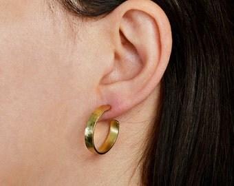 Small hammered hoops, thin small hoops, stud gold earrings, circle earrings, women hoop studs, minimal hoops, brass rings, gift idea.