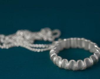 Sterling silver u-link pendant necklace