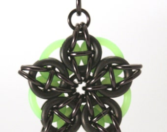Chainmaille Pendant Glow in the Dark Black Green Celtic Star