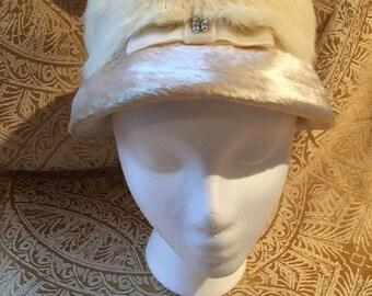 Vintage Ivory Faux Fur Bucket Hat, Ivory Cloche, Faux Fur Cloche, Vintage Faux Fur Cloche