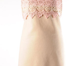 pale pink and lace apron. vintage lace and linen apron. rose lace and linen apron. hand dyed rose lace apron.
