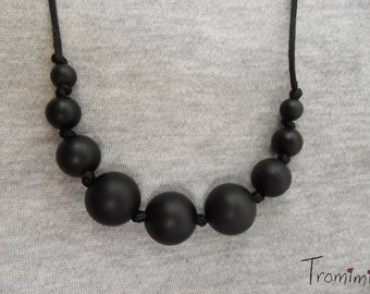 Black babywearing, teething and nursing silicone necklace