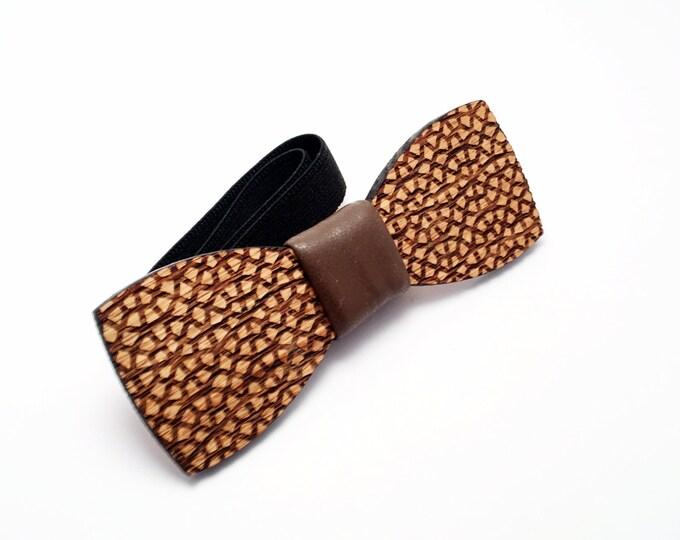 Oak Handmade Wood Bow Tie Man - Elegant bow tie - GenteelWood bow tie - Oak engraved bow tie - Natural wooden bow tie - Wedding birthday bow