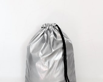 Waterproof silver gym bag - hannisch