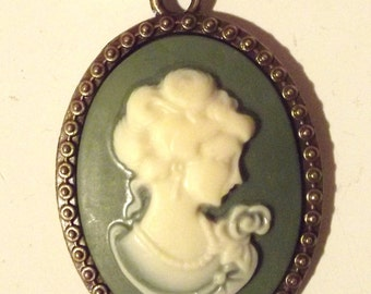 """Necklace """"The Lady with the cameo"""""""
