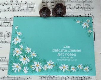 Vintage Avon delicate daisy stationery set with perfumed talc sache. Retro gift notes & writing set.