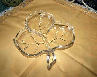Hazel Atlas Glass Leaf Dish//Divided Leaf Dish//EAPG//Candy Leaf Dish//Vintage Leaf Dish