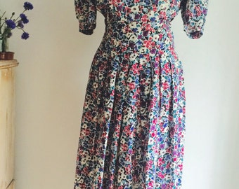 Floral Dress with Beautiful Buttoned Waist