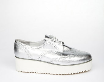 Silver Shoes, Silver Oxford Shoes, Platform Loafer, Silver Lace Shoes, White Platform, Casual Oxfords, Casual Shoes, High Platform Shoes