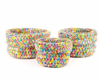 Set de trois paniers gigognes faits au crochet Bisofa - Multicolore - Paniers en laine multicolore