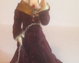 12:1 Scale Doll House Medieval Lady