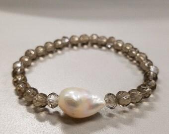 Freshwater pearl beaded stretch bracelet