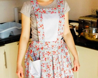 1940s Style Floral Pleated Apron