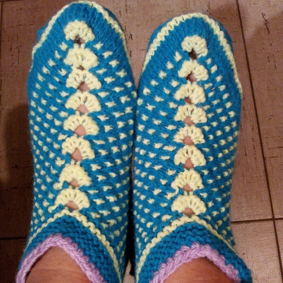 Knitted Bed Socks Pattern Easy : Knitting Pattern Amazing Siberian Slippers by FridaTomato