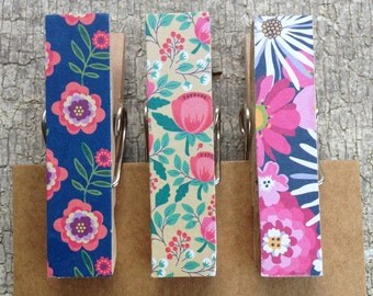 Vintage Wallpaper Inspired Magnet Clips/Decorative Fridge Magnets/Memo Clips/File Cabinet Magnet/Clothes Pins/Rustic Clothespins/Set of 3