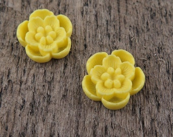 Pair of Yellow Flowers Bright Yellow Neon Cabochon 18mm (2)