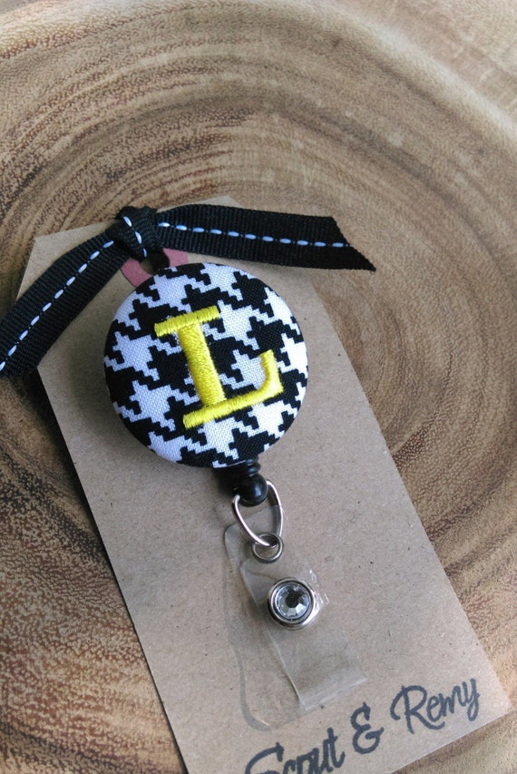 Monogram Badge Reel Houndstooth Black & White