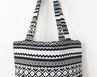 Black and White Aztec Print Women's Tote Bag