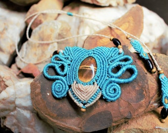 Macrame necklace turquoise blue, with tigers eye.