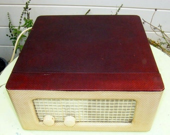 1950s EAR Microgram Portable Vinyl Record Player with Electronic valves/ tubes. Made in England. 50Hz, AC 230/240 V.