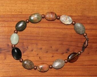 Natural gemstones and copper accens bracelet