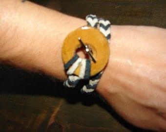 Bracelet braided with wood
