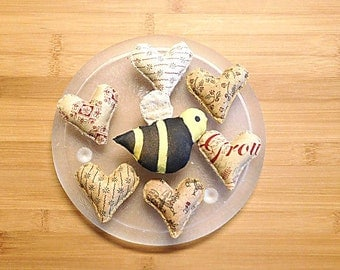 Primitive Bumble Bee and Hearts Ornament Bowl Filler Spring Decorations