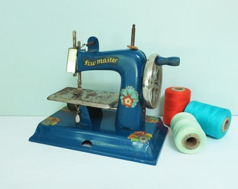 1940s KAY-an-EE Sew Master Toy Sewing Machine in Dark Blue with Flower Decals, Cute and Shabby