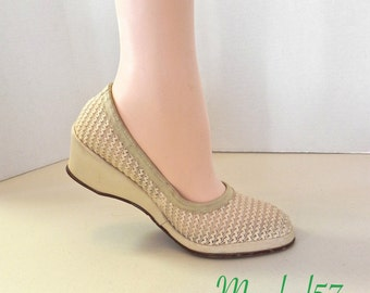 Vintage 50s Shoes , Beige Wegde Woven Slip On Shoes  US 8 - on sale