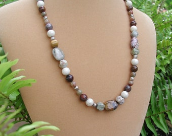 Fall Beaded Necklace, Original Necklace, Earth Tones Necklace, Polished Stones, Women Jewelry, Fashion Accessory, Magnetic Clasp