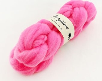 Hand Dyed Whitefaced Woodland Spinning Fibre - Wool Tops - Wool Roving - Pink Flamingo - 100g