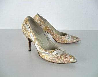 Vintage 60s Shoes, Pumps, High Heels, Gainsborough, Paisley, Copper, Pink, Blue, White Leather,  Pointed Toe, Ribbon Bow & Trim, US Size 8N