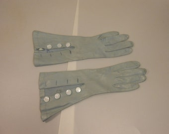 Blue Skies Coming My Way - Vintage 1930s Baby Blue Kidskin Leather Gloves w/Button Detail - 6